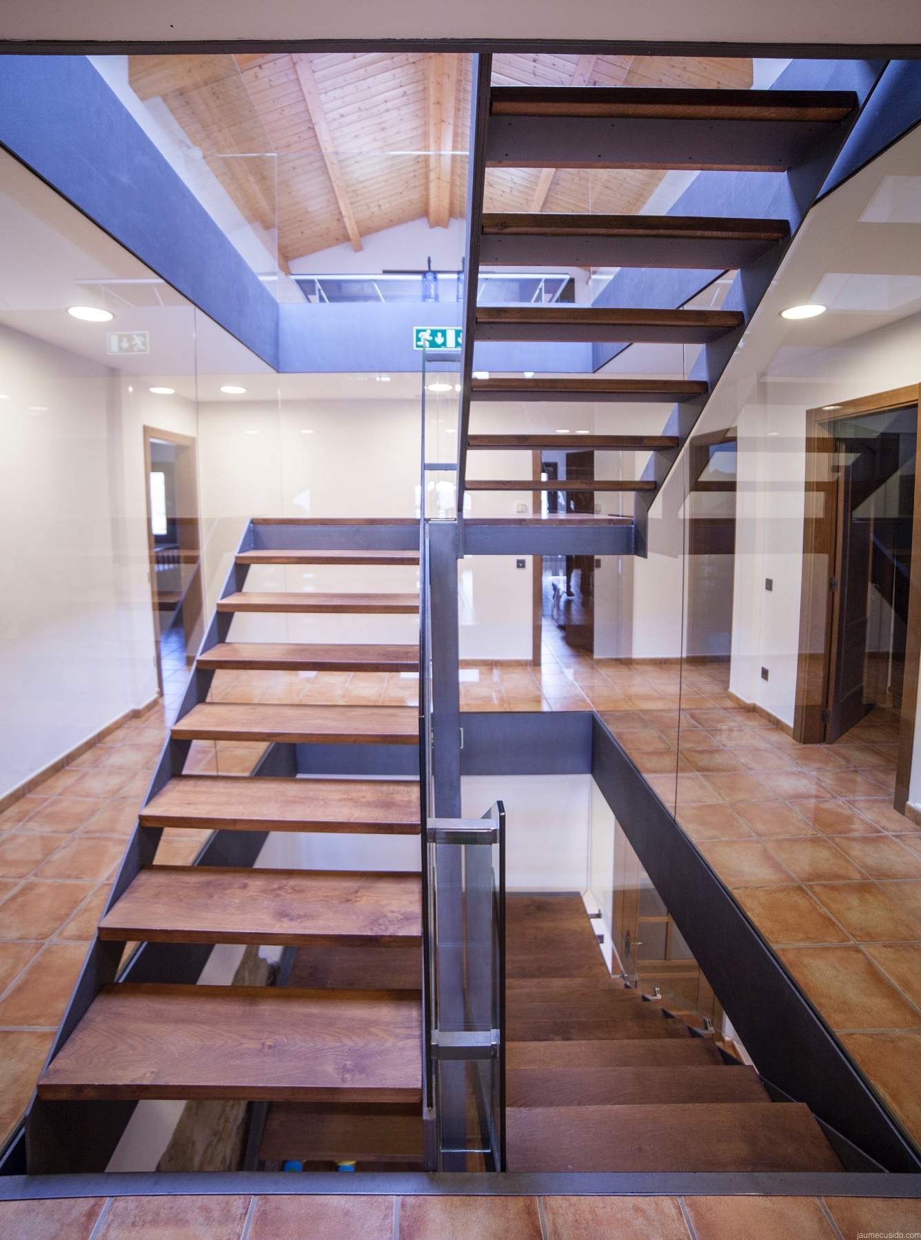 Ideas para cerrar hueco escalera best ob recibidor con for Aprovechar hueco escalera duplex